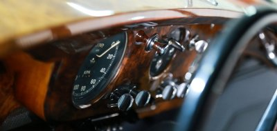 Bentley S1 1959 inner closeup view