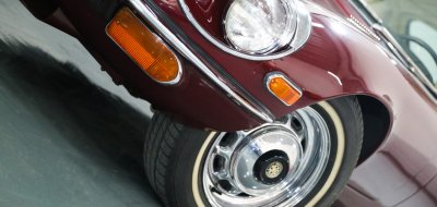 Jaguar E-Type 1972 front wheel view