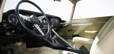 Jaguar E-Type 1972 interior
