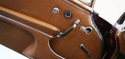 Interior image showing original car handles of the Mercedes Benz 220SE 1964