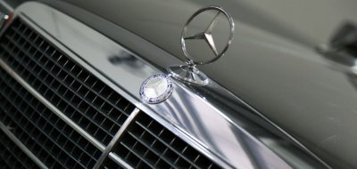 Mercedes Benz 450 SEL 6.9 1976 hood emblem
