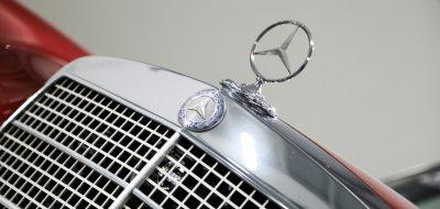 Mercedes Benz 280SEL 1972 hood emblem