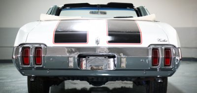 Oldsmobile Cutlass Supreme 1970 rear view