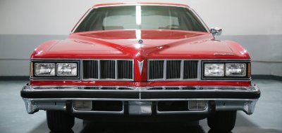 Pontiac Grand Le Mans 1976 front view