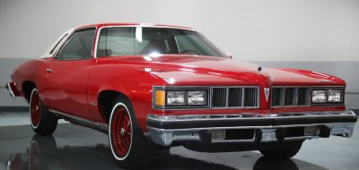 Pontiac Grand Le Mans 1976 front right view