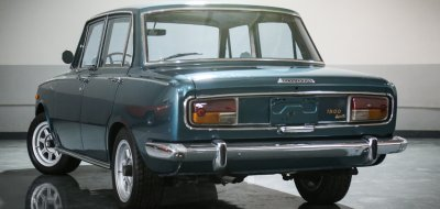 Toyota Corona rear right view