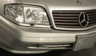 Headlights of the Mercedes Benz SL600 1998