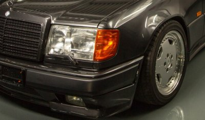 Front right closeup view of the Mercedes Benz 3,4 AMG CE300 1991
